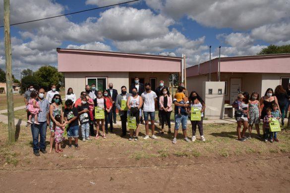 Seis familias recibieron su vivienda en Carro Quemado